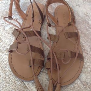 Madden girl nude sandals in new condition